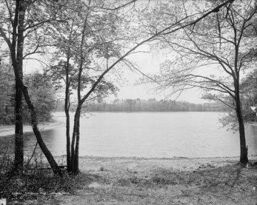 Walden_Pond_circa_1908